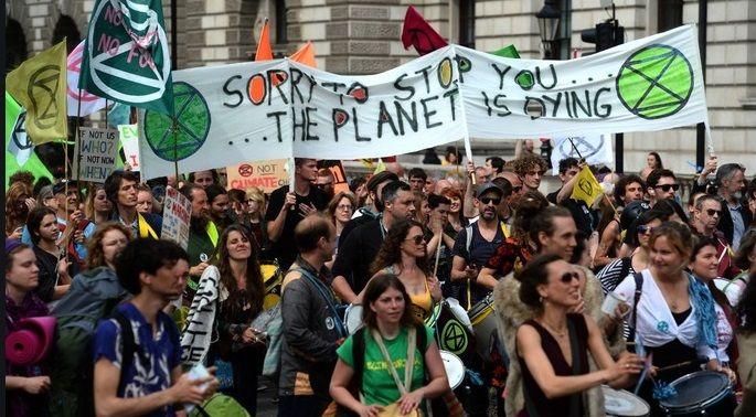 Δεκάδες ακτιβιστές της οργάνωσης Extinction Rebellion συνελήφθησαν σήμερα σε 60 πόλεις ανά τον κόσμο