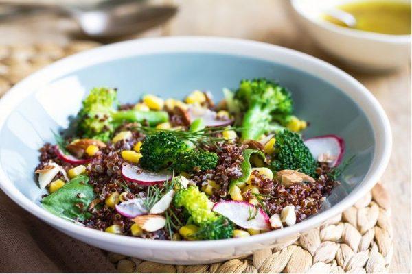 Κινόα Μπρόκολο πρωτεϊνούχα gluten free vegan σαλάτα