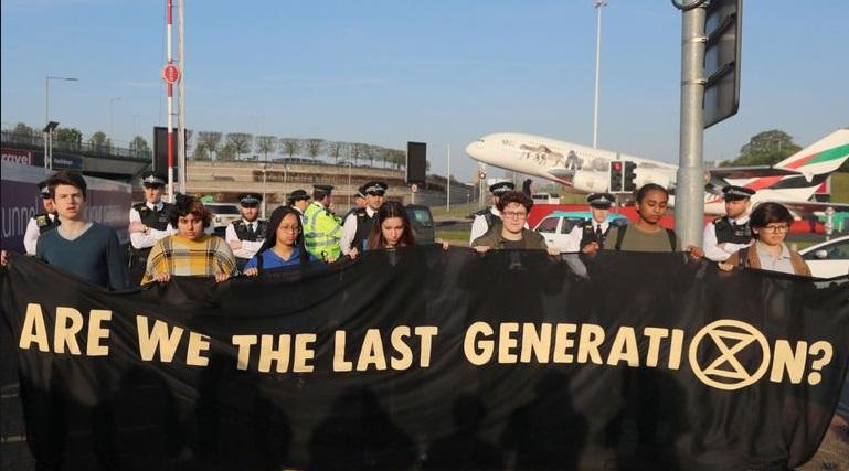 Δεκάδες ακτιβιστές της οργάνωσης Extinction Rebellion συνελήφθησαν σήμερα σε 60 πόλεις ανά τον κόσμο.
