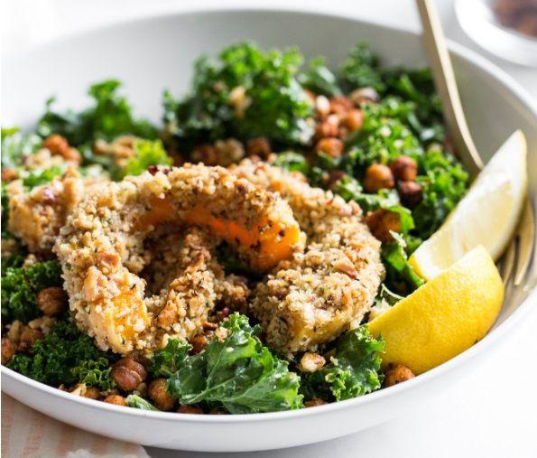 Vegan Σαλάτα Kale με Καβουρδισμένα Ρεβύθια και Τραγανή Κίτρινη Κολοκύθα