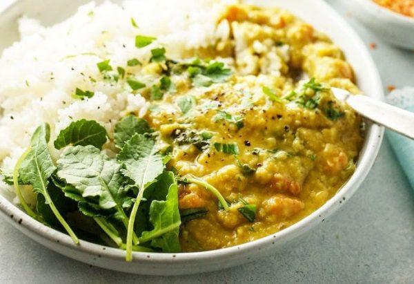 Vegan Curry με Κόκκινες Φακές, Γλυκοπατάτα και Τζίντζερ
