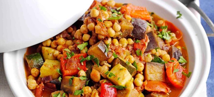 Ρεβύθια με δαμάσκηνα καιλαχανικά vegan συνταγή