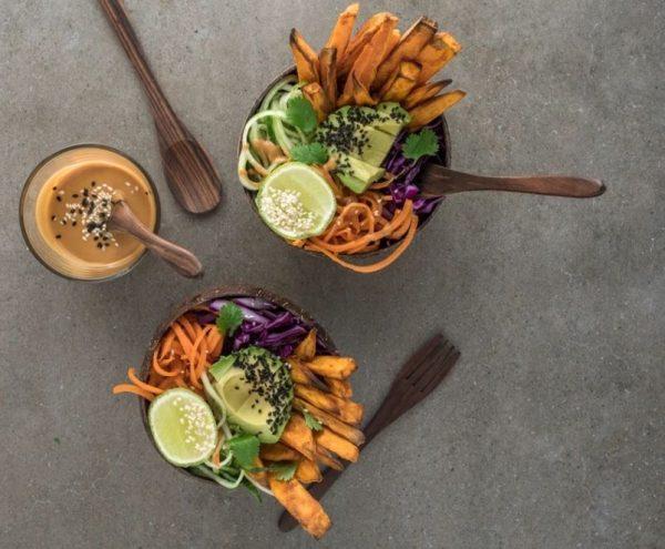 Vegan μπολ λαχανικών με Ινδονησιακή σπιτική σάλτσα_φιστικιού