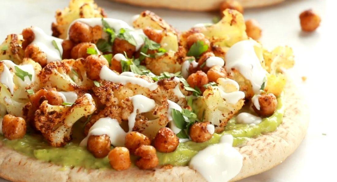 Πίτες_vegan Pizza με Αβοκάντο, Ρεβύθια και Κουνουπίδι