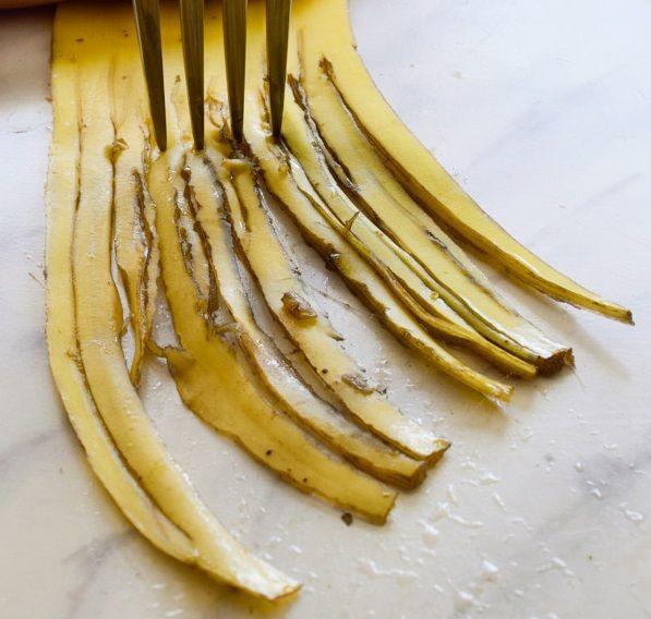 Σάντουιτς με φλούδες Μπανάνας και Coleslaw σαλάτα