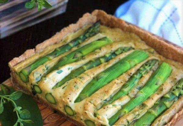 Vegan Τάρτα με Σπαράγγια και Κρεμώδης γέμιση τυρί συνταγή