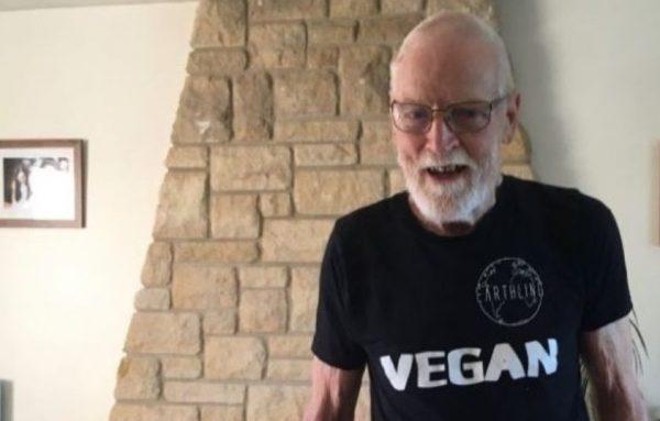82χρονός vegan που παλαιότερα υπέφερε από οστεοαρθρίτιδα θα τρέξει 100χλμ για vegan φιλανθρωπία