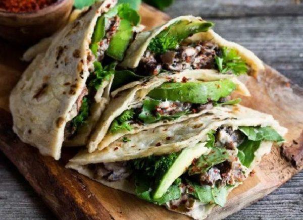 Quesadillas με Μανιτάρια Σωτέ και Αβοκάντο