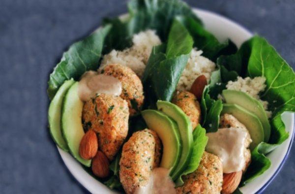 Raw Vegan Κεφτέδες Λαχανικών με σως Ταχίνι-Βερίκοκο