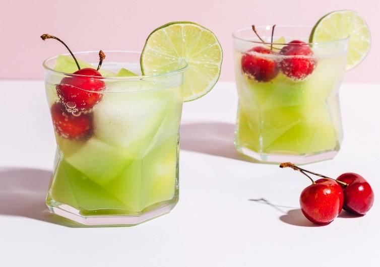Πεπόνι Spritzer με κεράσια Vegan ποτό