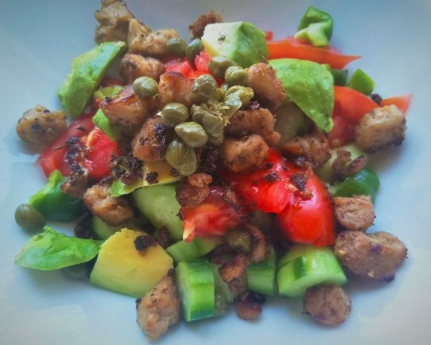Vegan Ελληνική Σαλάτα με Κεμπάπ Σόγιας_βίγκαν συνταγή
