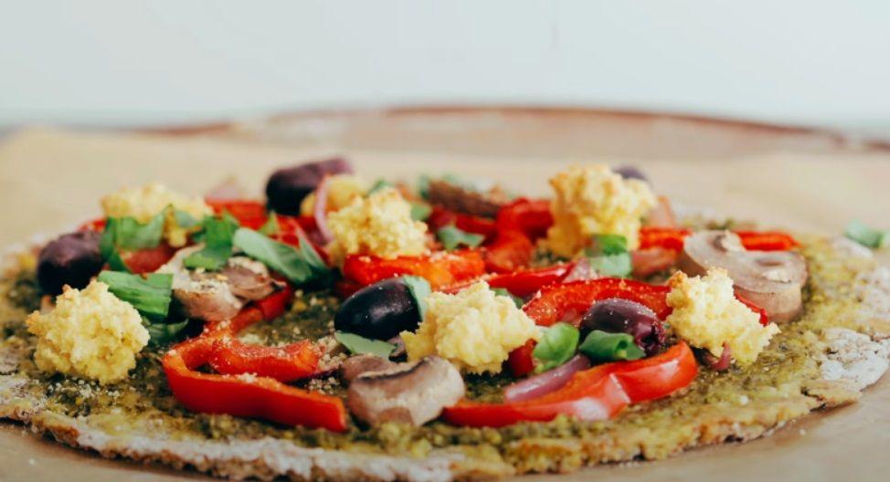 Vegan Πίτσα με βάση ζύμη κουνουπίδι - βίγκαν πίτσα φαγητό