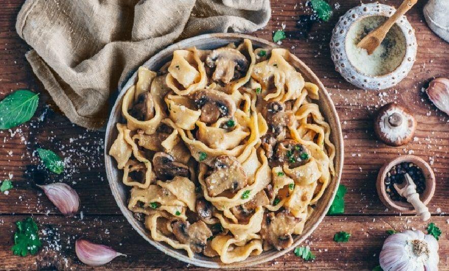 Ζυμαρικά με vegan σάλτσα Μανιτάρια Στρογκανόφ