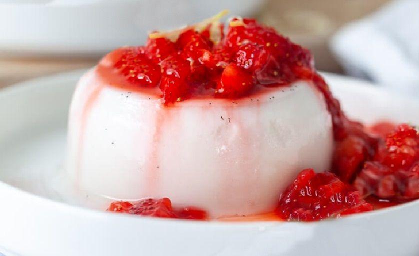 Vegan Πανακότα Κρέμα Καρύδας με σιρόπι μαρμελάδα φράουλας συνταγή γλυκό