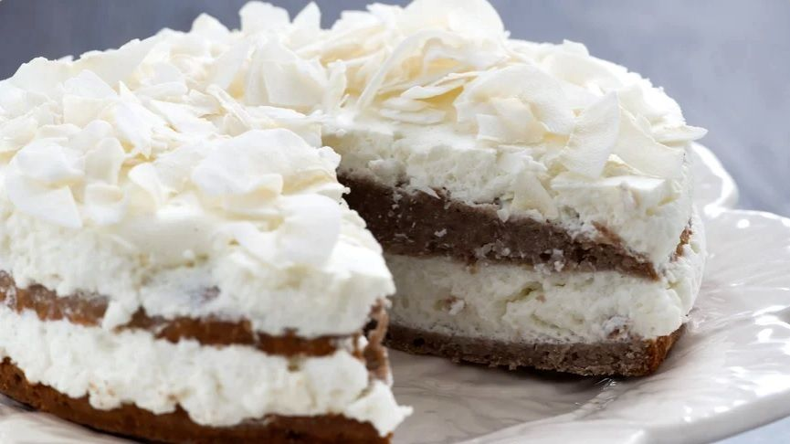 Vegan Κέικ Καρύδας με σοκολατένια βάση συνταγή νηστίσιμο