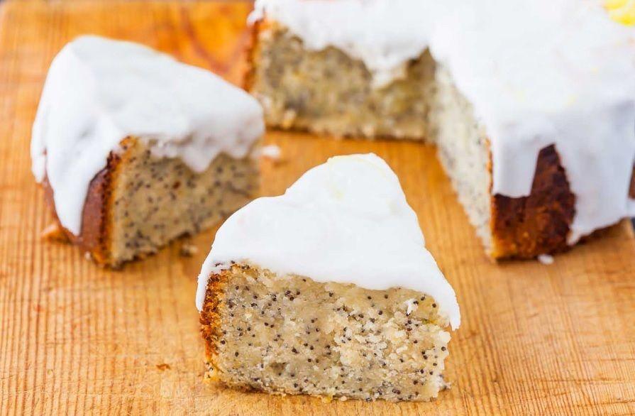 Αφράτο Vegan κέικ με λεμονιού με παπαρουνόσπορους και γλάσο λεμονιού