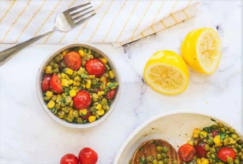 Vegan Καλοκαιρινή Σαλάτα με Αποξηραμένα Πράσινα Μπιζέλια